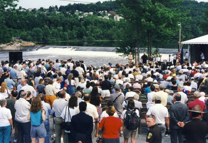 Edwards Dam crowd